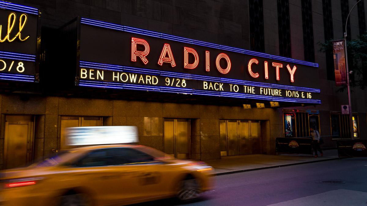 NYC Radio City bei Nacht