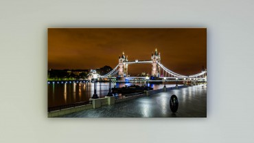Leuchtende Tower Bridge in London – Bild 1